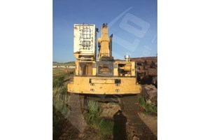 1988 Caterpillar CAT 235C  Log Crane