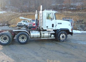 1999 Mack CL713 SemiTractor Truck